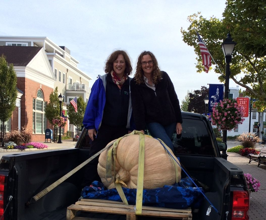 HarvestFest 2016 Lynne and Tasha with 325lb giant pumpkin