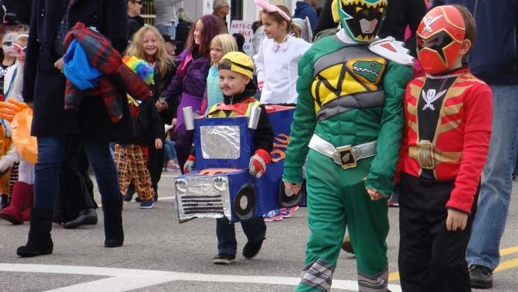 KIDS IN PARADE.jpg